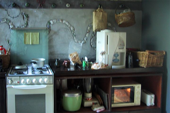 「沙漠風情」民宿內廚房。