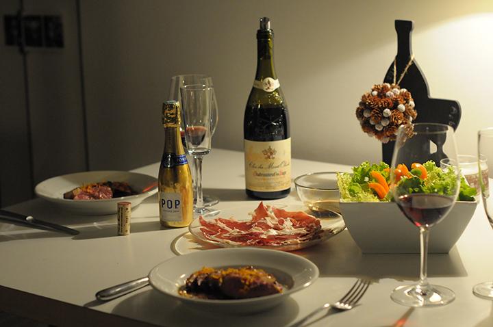 巴黎六區公寓內晚餐