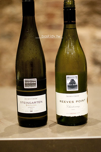 011 Jacob's Creek Steingarten Riesling 和 2007 Jacob's Creek Reeves Point Chardonnay