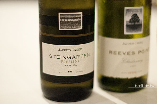 2011 Jacob's Creek Steingarten Riesling 和 2007 Jacob's Creek Reeves Point Chardonnay