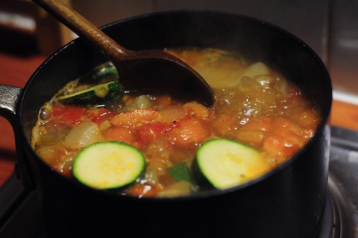 蕃茄蔬菜大骨湯