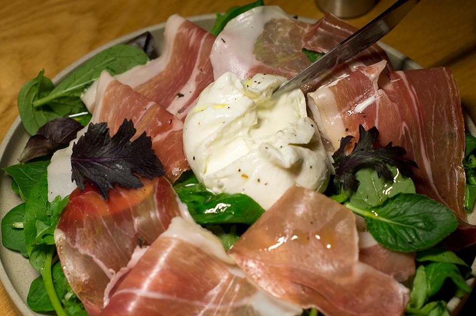 布拉塔起司火腿生菜沙拉