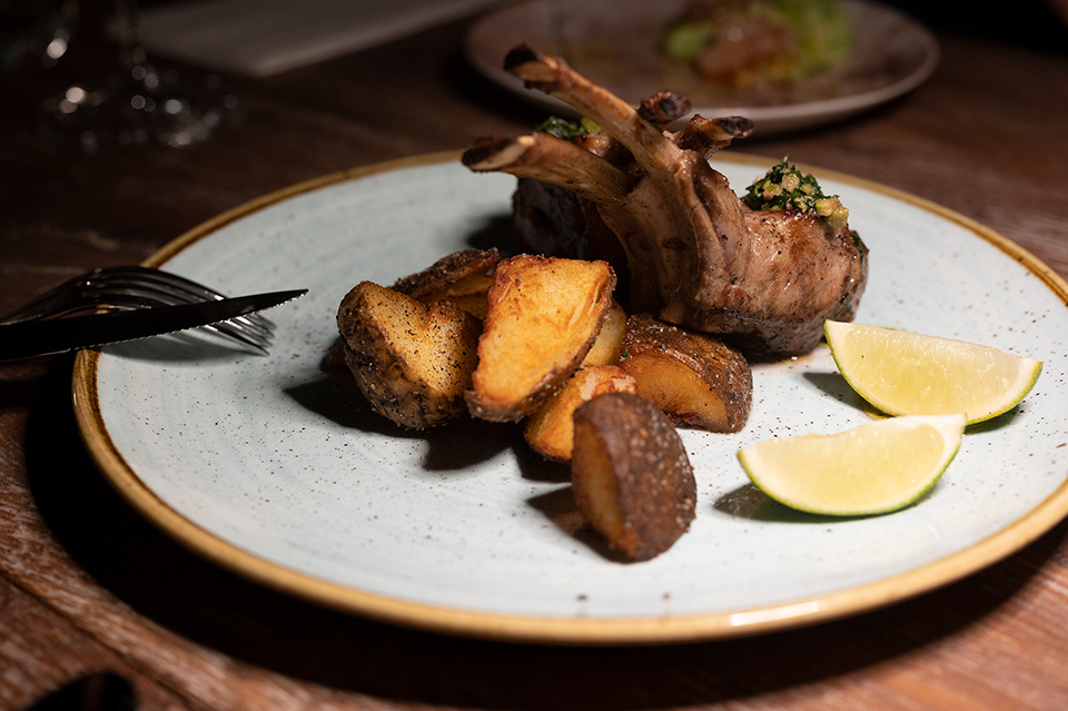 碳烤紐⻄蘭小牛肉架配馬鈴薯