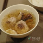 家常料理:香菇雞湯、泡菜炒豬肉片