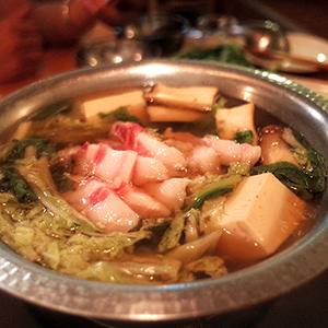 赤綠‧以柚子胡椒醬為高湯為基底的綠鍋非常美味